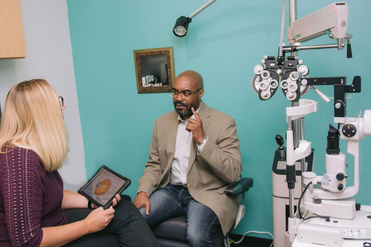 patient asking optometrist questions about glaucoma